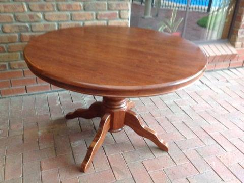 Wooden extension round dining table