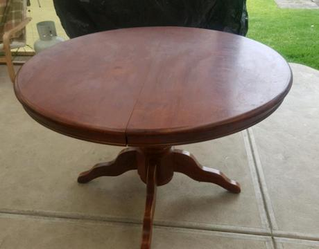 Colonial 1200 Round Extendable Table
