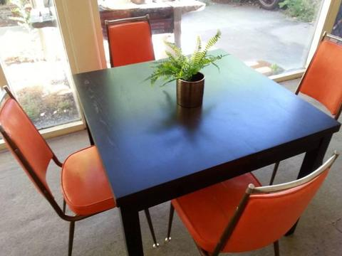 Retro '70s dining chairs and extendible table