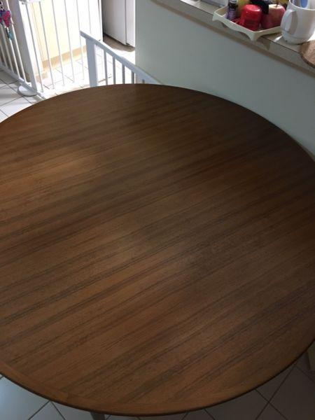 Extendable round dining table!