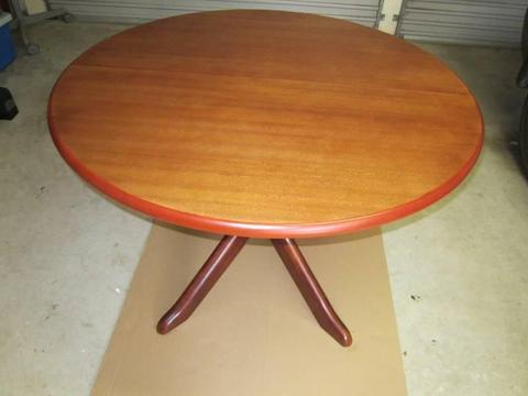 ROUND EXTENDABLE DINNING TABLE