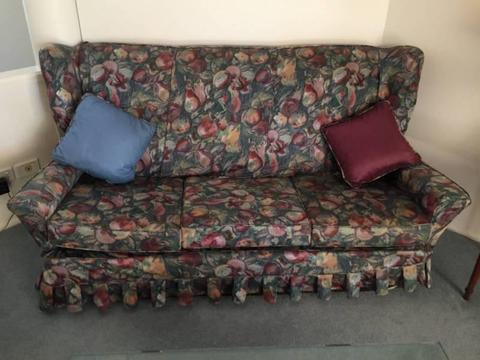 Lounge suite - in great condition