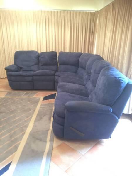 Modular corner lounge suite