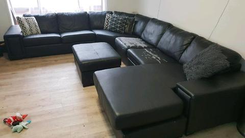 Corner modular lounge
