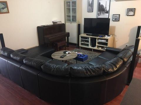 Modular corner lounge
