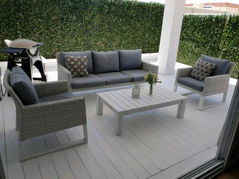 Harvey Norman Outdoor Lounge Setting RRP $2500