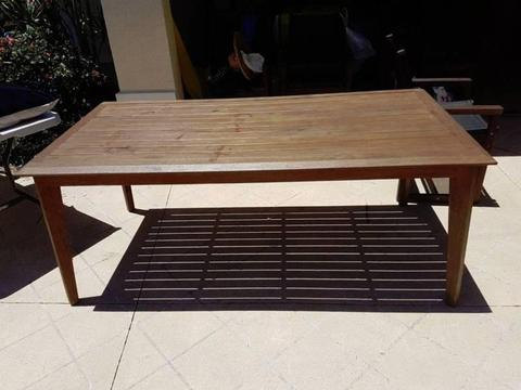 Solid Hardwood Outdoor Setting (S2DIO)