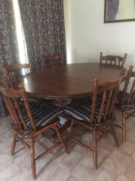 Extendable oval table, 6 chairs
