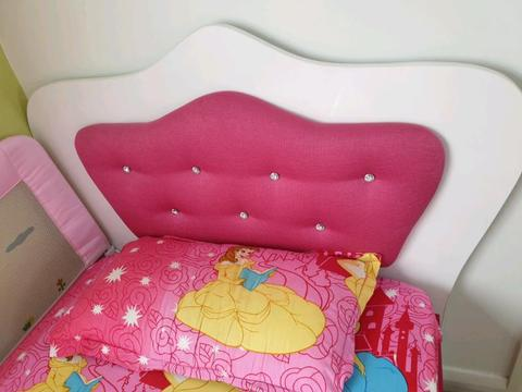 Very pretty princess bed in excellent condition