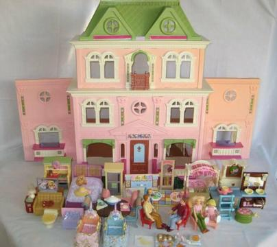 FISHER PRICE LOVING FAMILY GRAND DOLL HOUSE LOTS OF ACCESSORIES